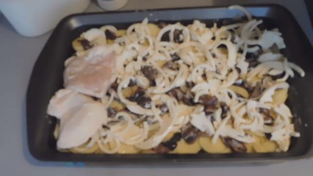 Курица грибы картошка сыр сметана в духовке