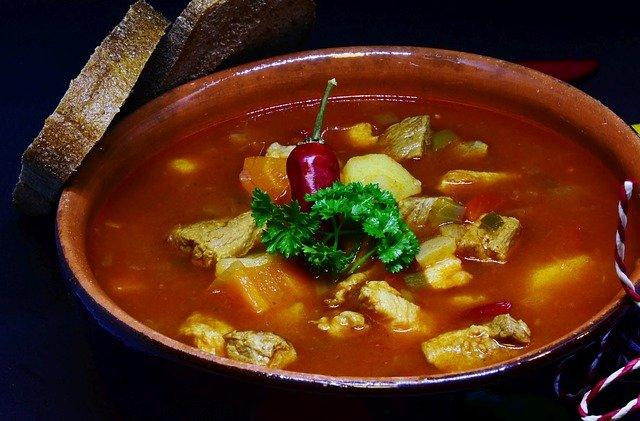 Гуляш по-венгерски: 6 классических рецептов