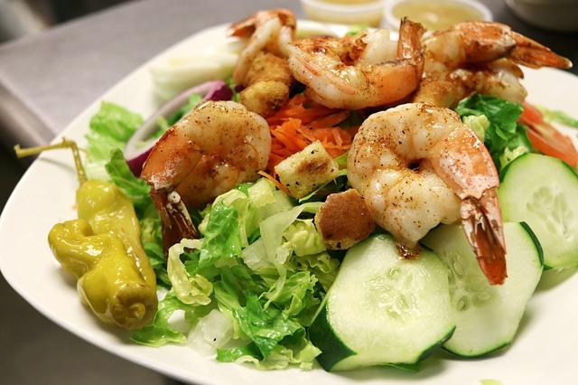 Салат с креветками и пекинской капустой — ТОП-10 самых вкусных рецептов